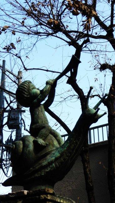 statue Shinjuku 02