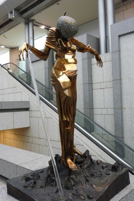 gold woman statue