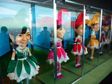 Momoclo puppets